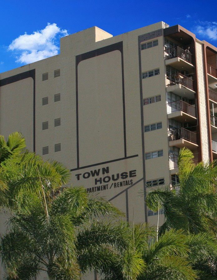 TownHouse Apartment Building, Hollywood, FL